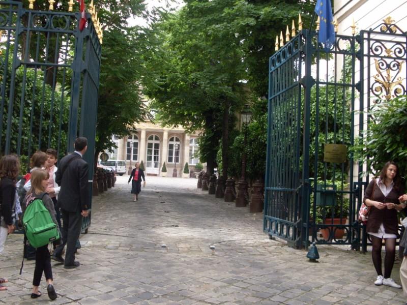 001. Ambassade de Pologne a Paris