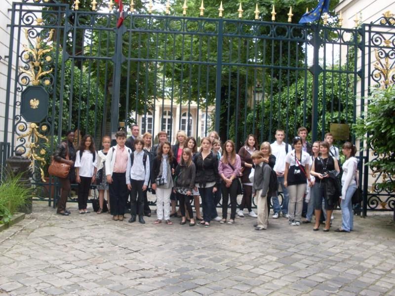 002. Mme Sayegh attachee culturelle a lAmbassade  de Pologne avec un groupe franco-germano-polonais