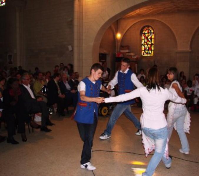 009. Danse polonaise executee par des eleves du Lycee Hotelier de Stettin