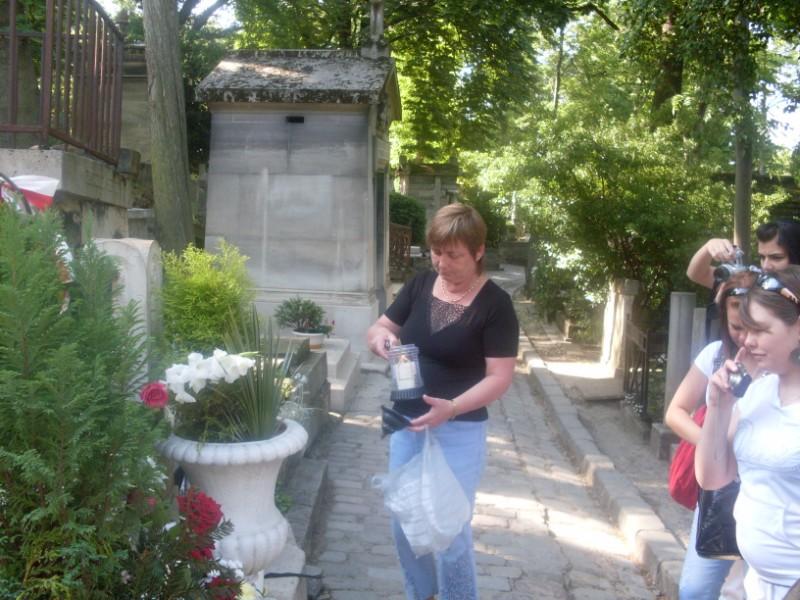 018. Delegation polonaise rend hommage a  son grand compsiteur Chopin enterre au Pere  Lachaise