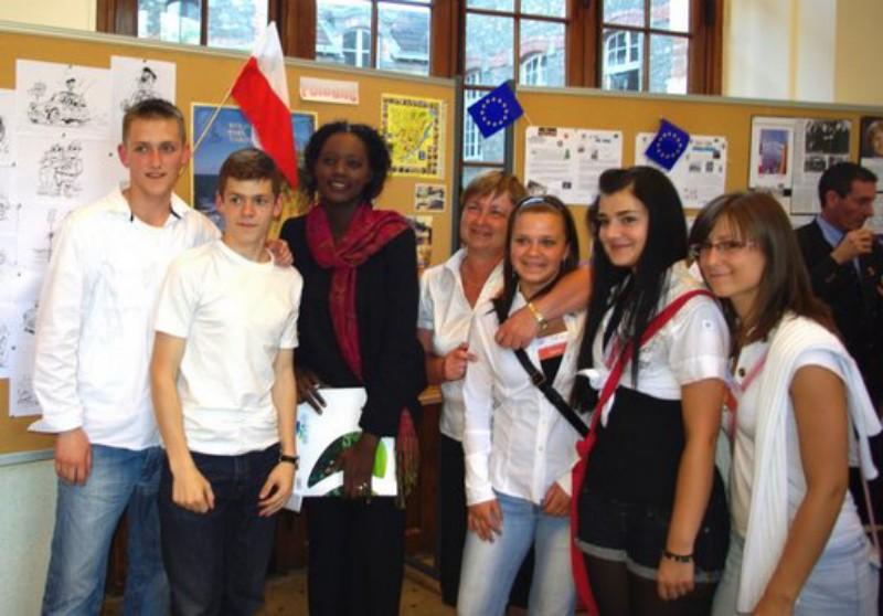 019. Lequipe polonaise en compagnie de Madame Brocka leur directrice et Madame Rama Yade