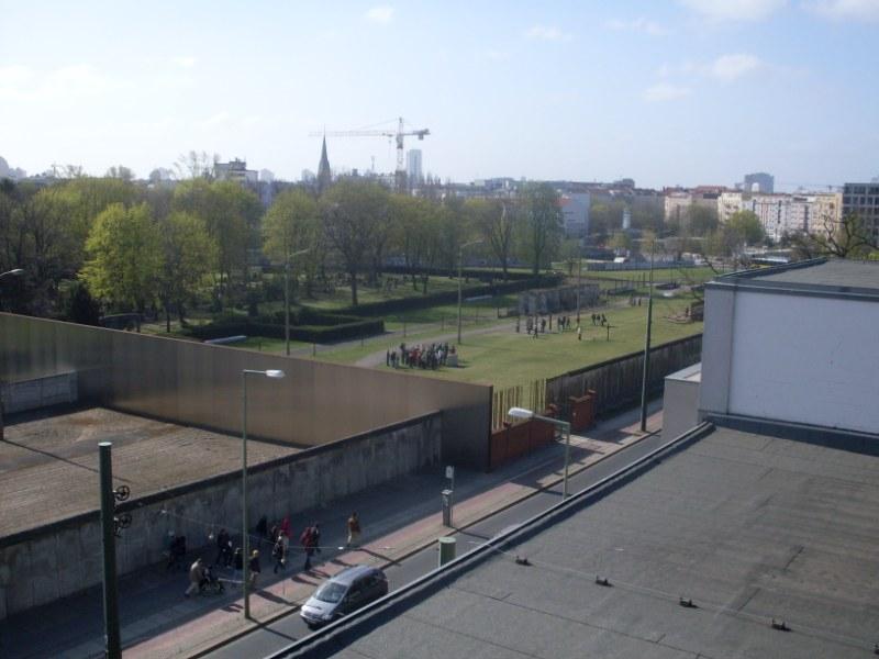 06. Vue_sur_le_mur_de_la_Bernauerstrasse